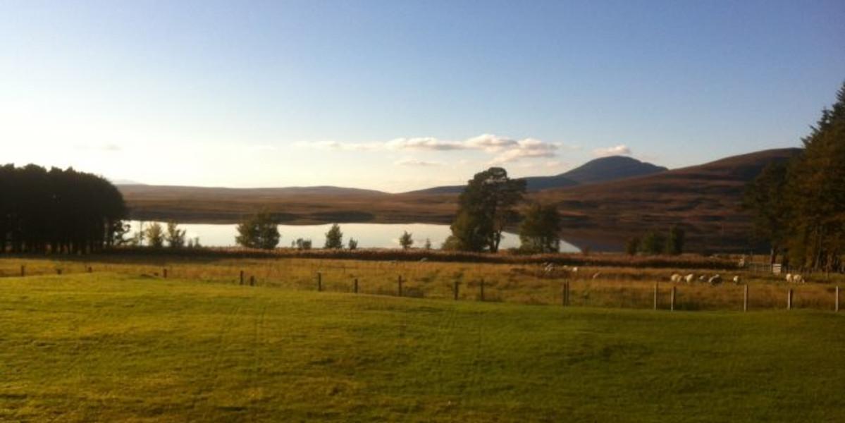 Blick auf einen Highland-Loch