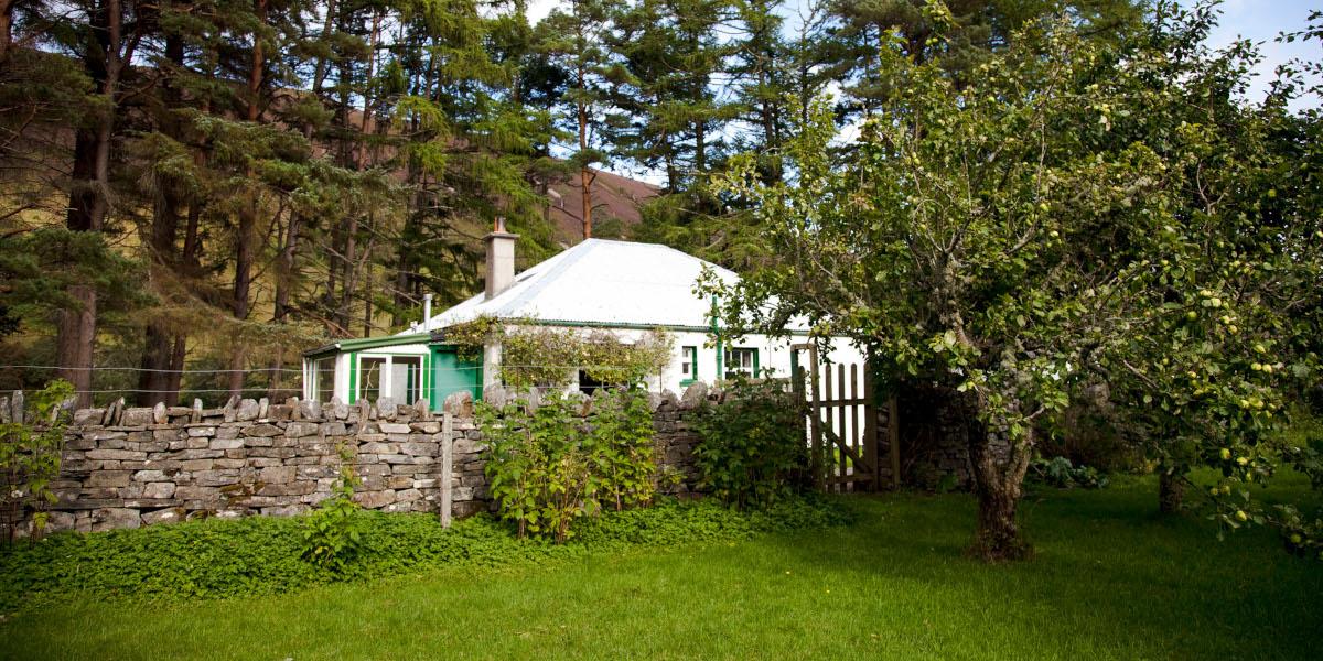 Schottland schießen Estate Unterkunft Cottage inmitten von Bäumen