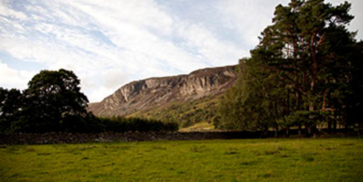 Shooting Estate Schottland Blick auf Kields mit Bäumen und Klippen