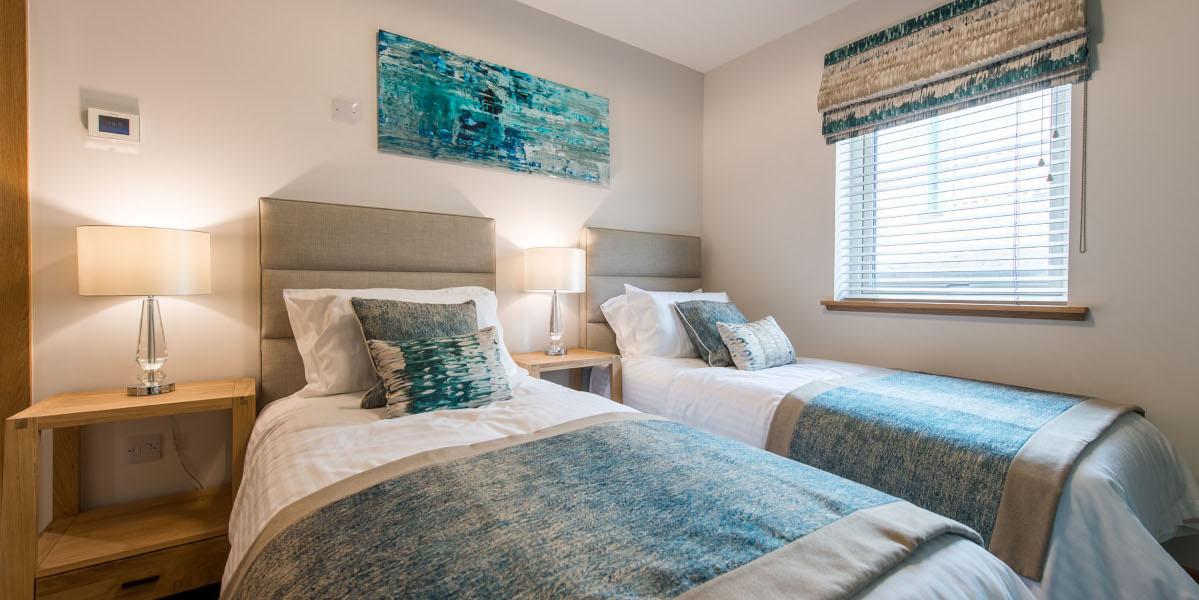 luxury lodges twin single bedded room