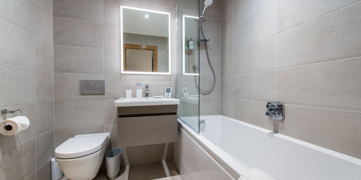 luxury lodge en suite bathroom