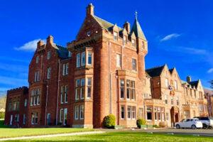 Dryburgh abbey Hotel red sandstomne hotel contro il cielo blu