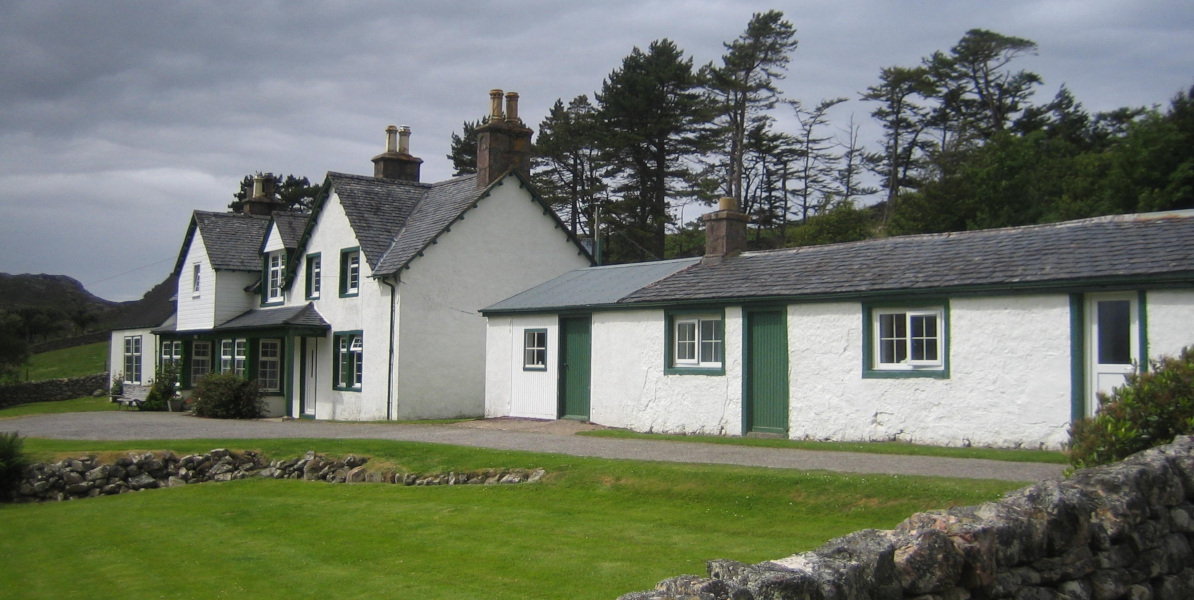 Scottish_hunting_lodge_in_the_highlands_white_washed_with_green_painted_doors_and_window_highlights