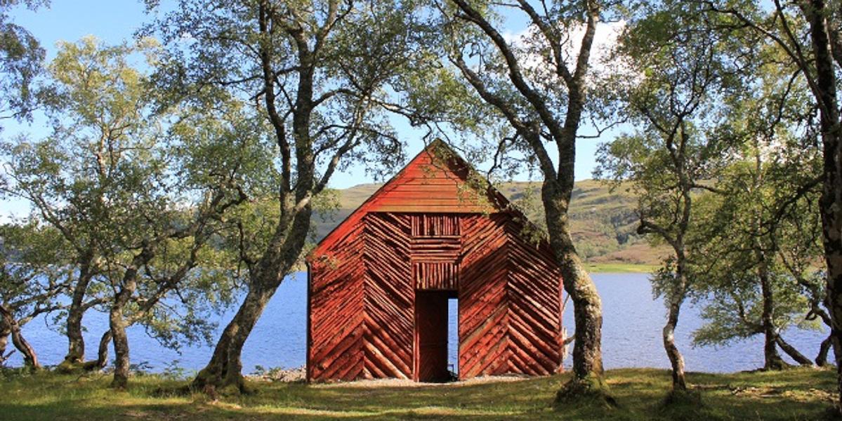 Schottisches Highland Loch Bootshaus
