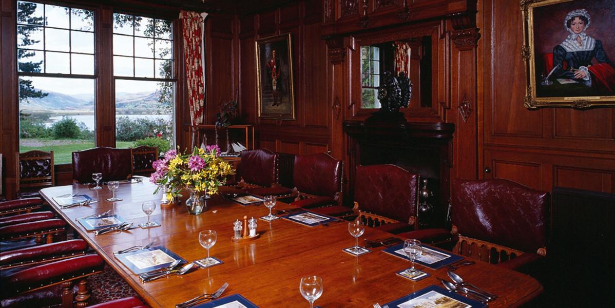 Holzgetäfelter Speisesaal im schottischen Highland Shooting Lodge