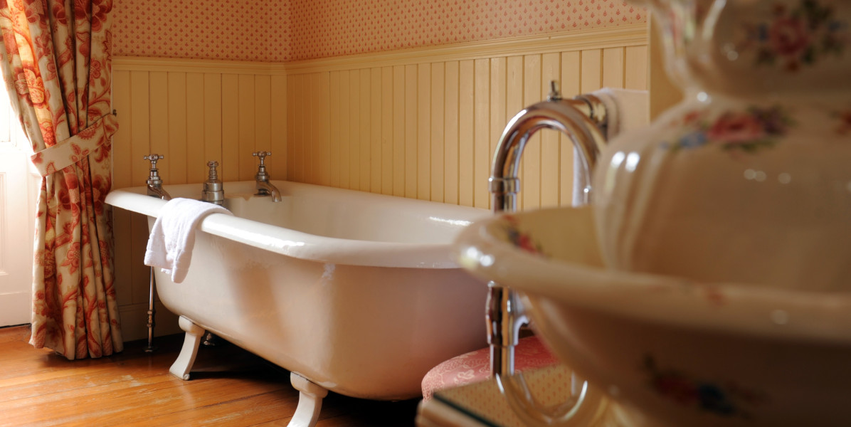 cast iron roll top bath in hotel