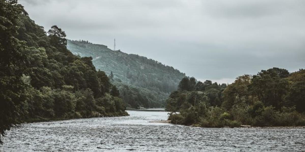 Río Tay Dunkeld mirando a Newtyle Hill
