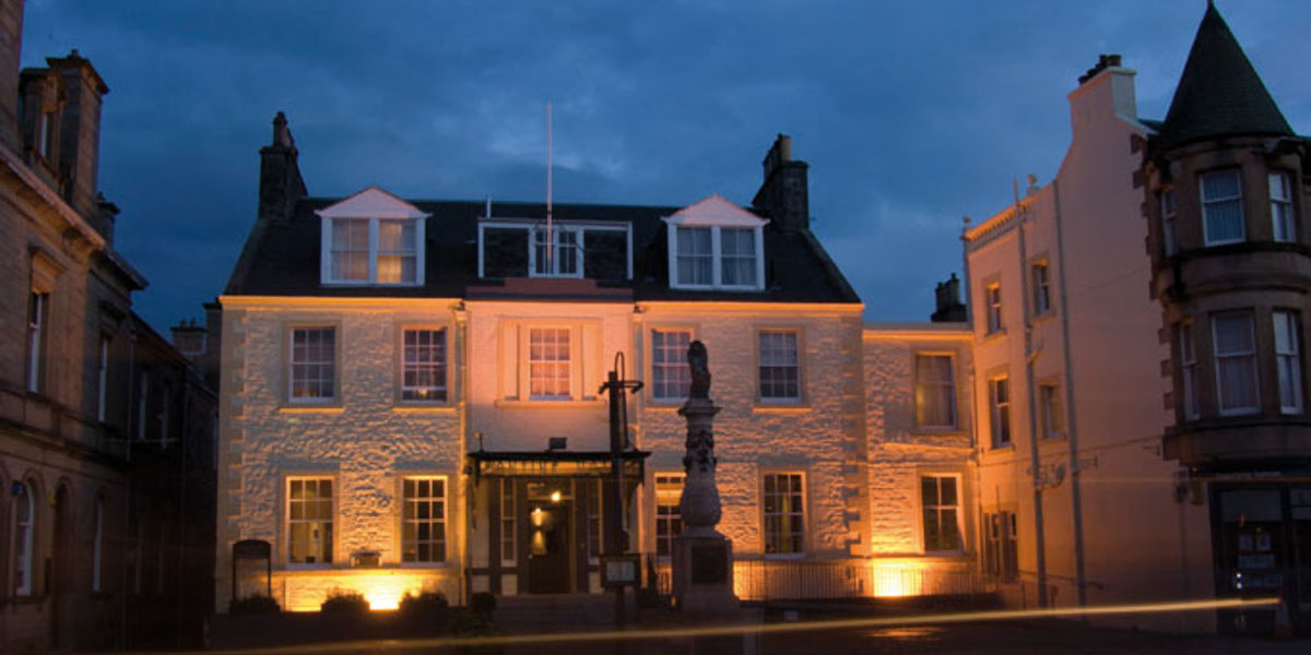 Tontine Hotel Peebles exterior at night white washed with statues