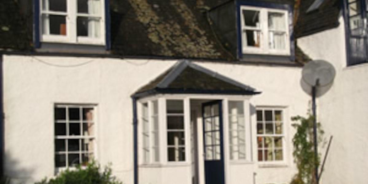 Cottage écossais blanchi à la chaux