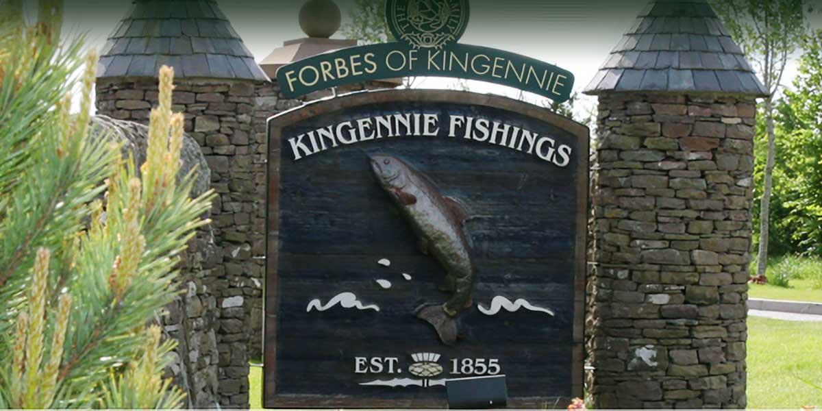 Ortseingangsschild Forbes of Kingennie