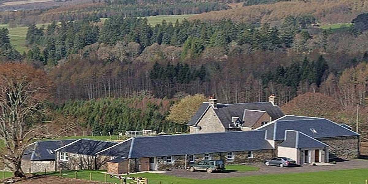 maisons de vacances dans un paysage de campagne