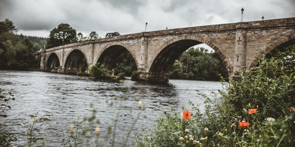 Puente Telford sobre el río Tay Escocia