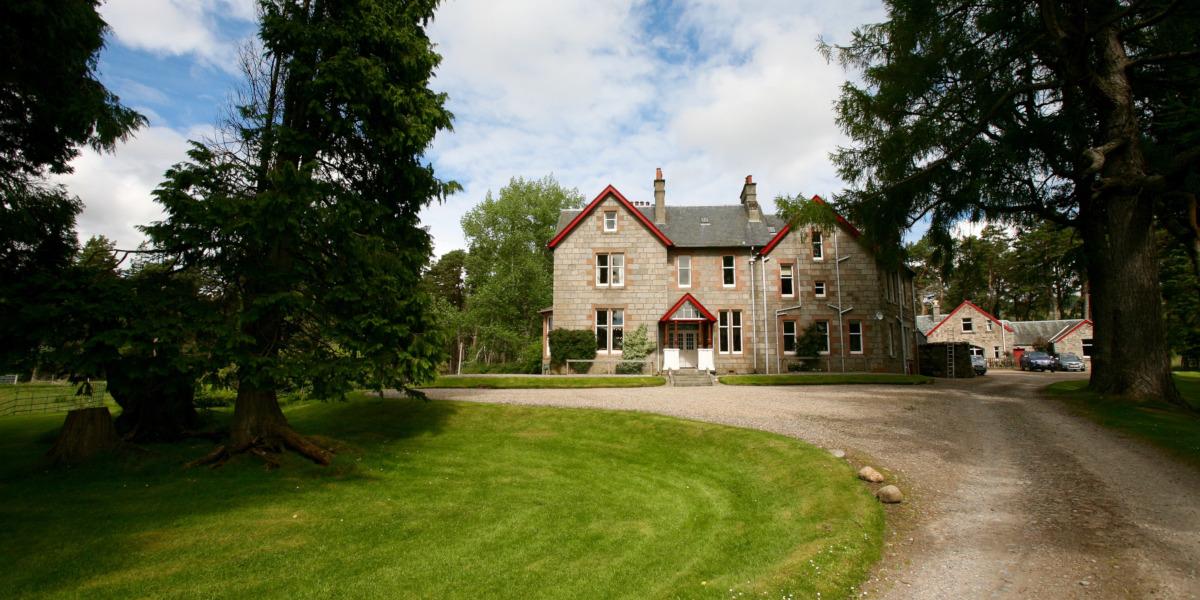Scottish Highland Lodge with driveway