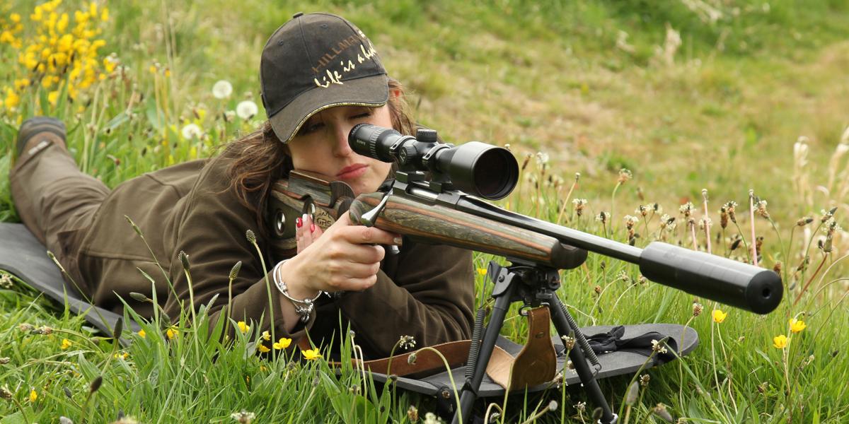 girl rifle shooting