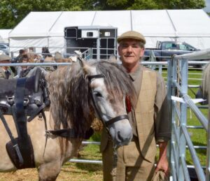 Mann mit Pony