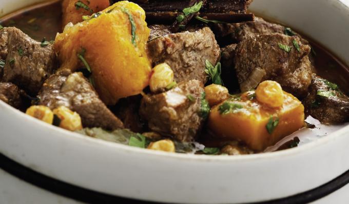 tallrik hjortkött och grönsaker