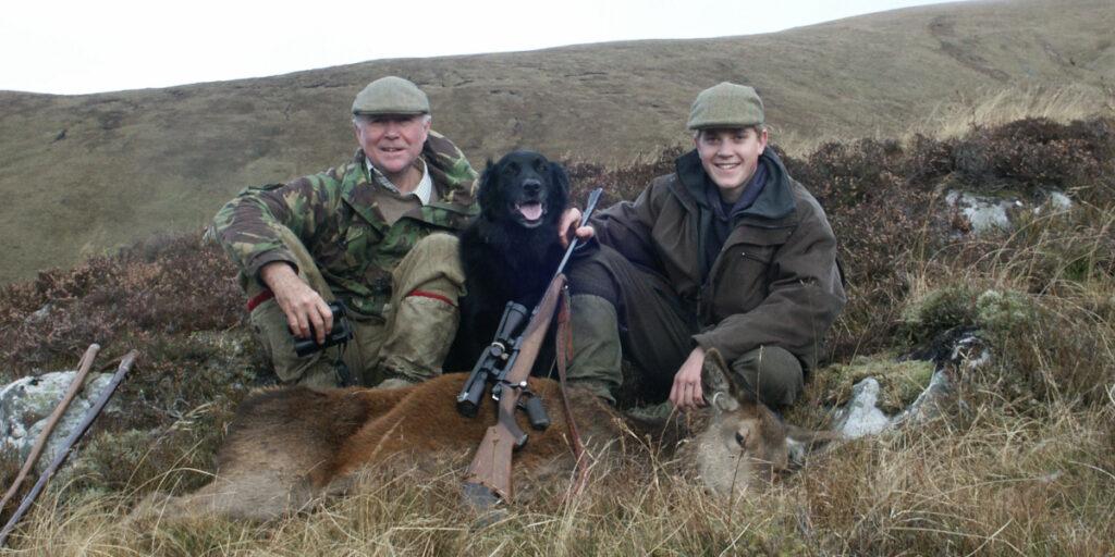Red hjortar förföljer (hjortar och bakar), Perthshire